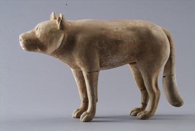 彩绘陶狼犬